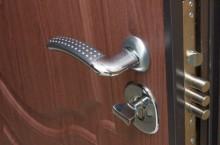 Как утеплить стальную дверь?