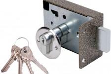 Как заменить дверной замок?