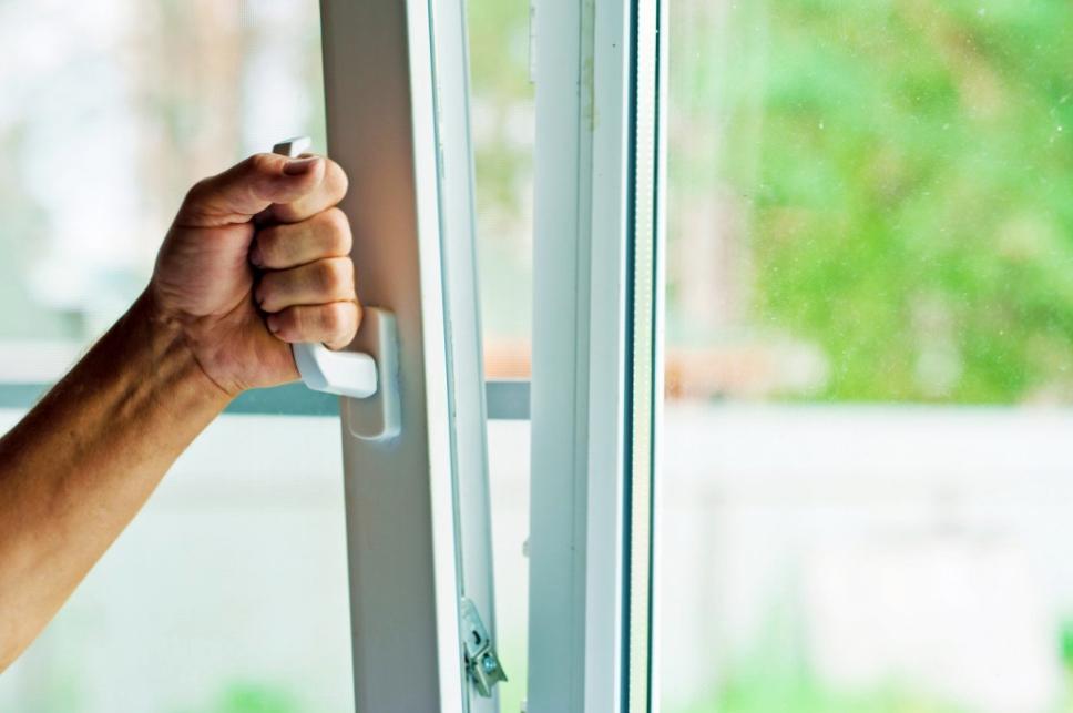 Как отремонтировать пластиковые окно?